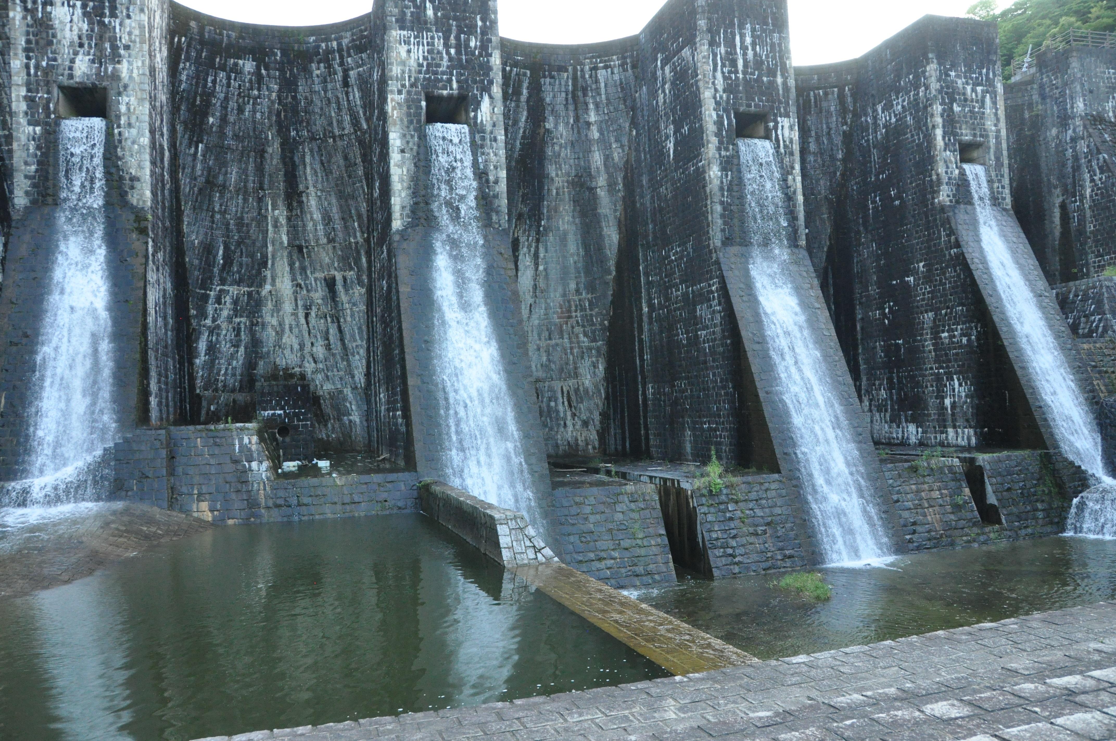 270630 四国南暁さん  香川県豊稔池ダム(日本最古の石積式ダム)