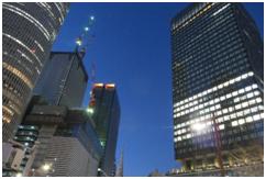 左端  JRセントラルタワーズ  中   建築中のJRゲートタワーやJPタワー 右側  様変わりした大名古屋ビルヂング